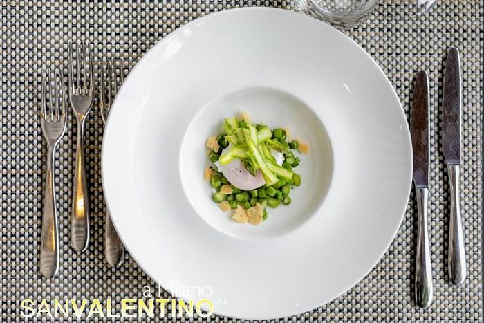 Asparagi con uovo poche e croccante di Parmigiano